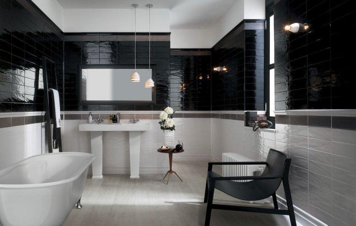 Salle de bain avec équilibre des couleurs noir et blanc