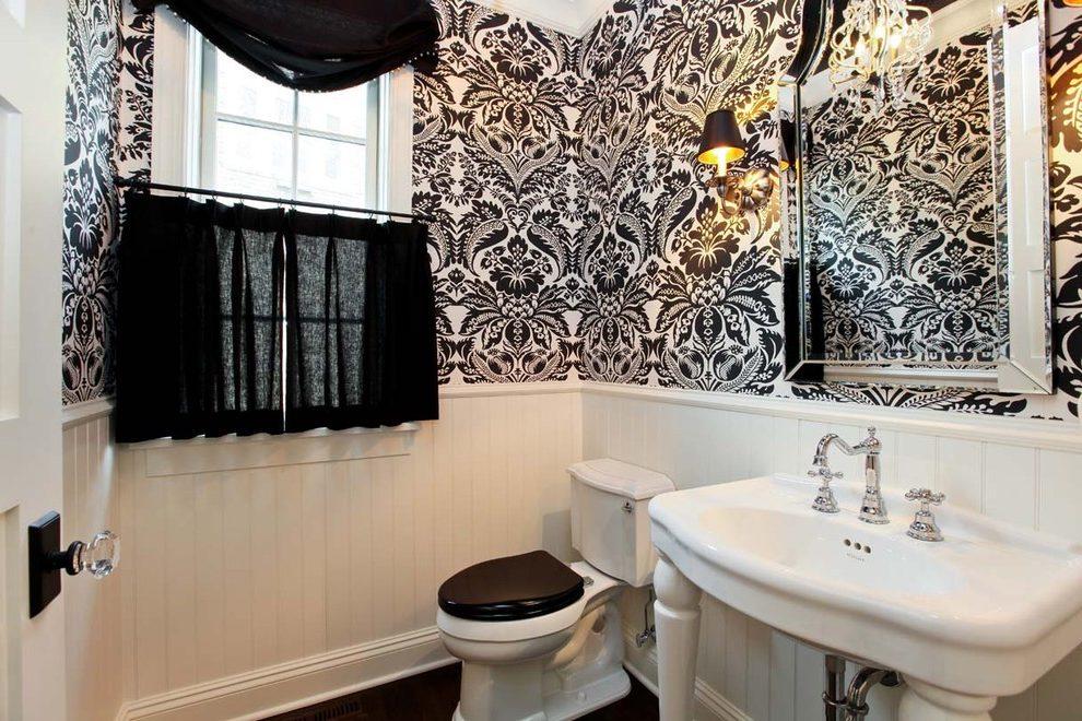 Salle de bain en noir et blanc avec ornement