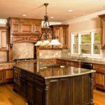 proiectarea unei bucătării mari din materiale naturale