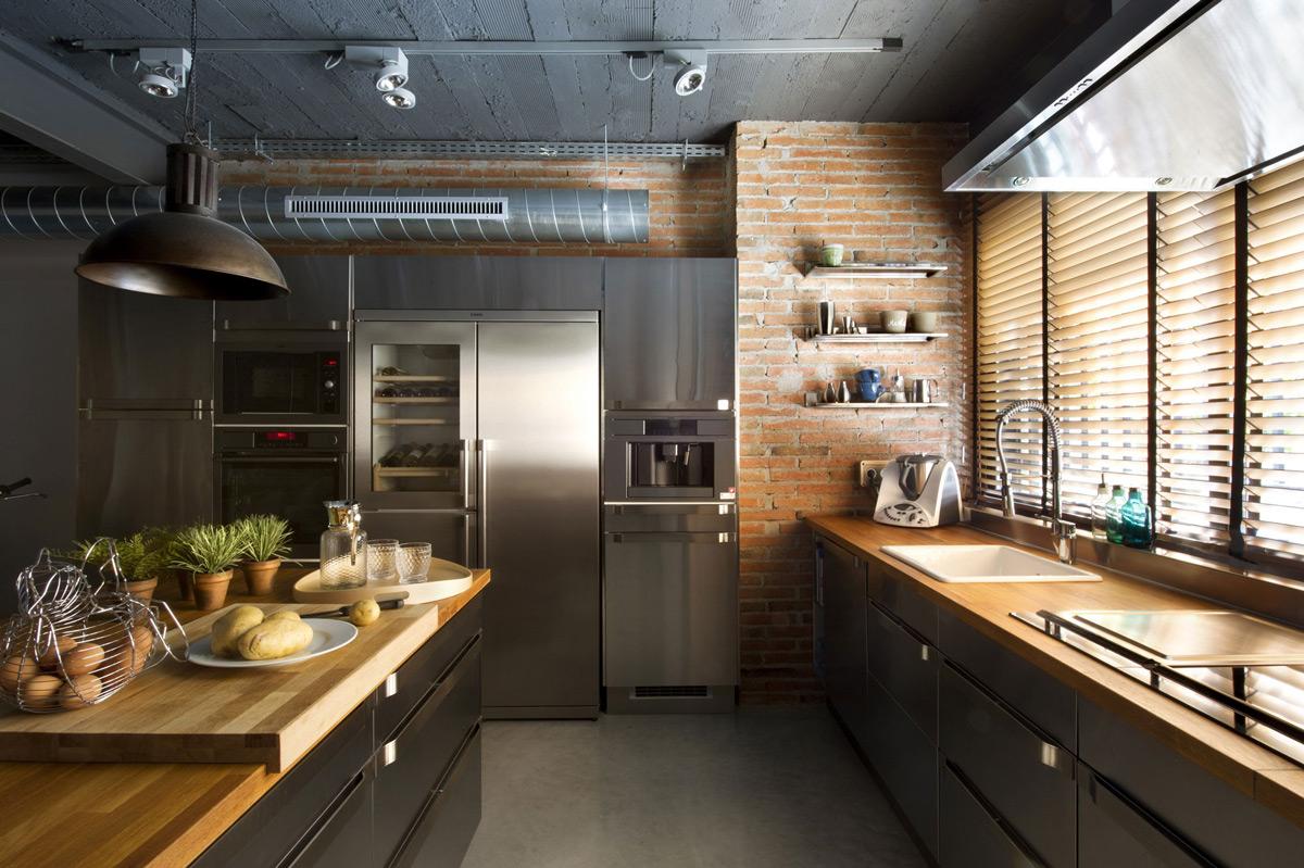 design mare de bucătărie în stil mansardă