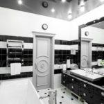 Conception de salle de bain de style brillant en noir et blanc