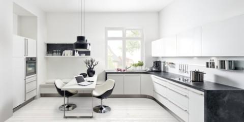 Interiorul bucătăriei albe