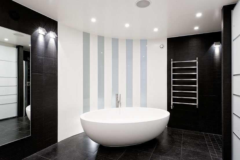 Salle de bain parfaite en noir et blanc