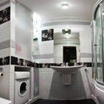 design pratique de la salle de bain combiné avec les toilettes