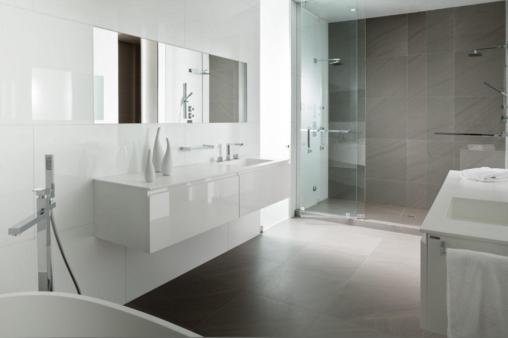Blanc minimalisme salle de bain gris