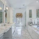 Salle de bain en marbre blanc de force classique
