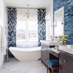 Carrelage blanc salle de bain bleu