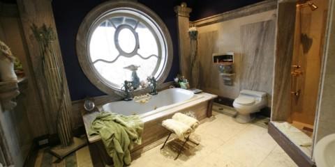 Grande salle de bain style antique