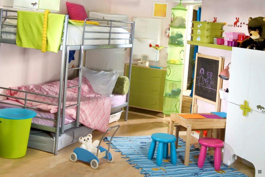 Conception d'une chambre d'enfant pour deux lits superposés bisexuels