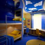 Conception d'une chambre d'enfant pour deux lits d'enfants hétérogènes sur deux étages