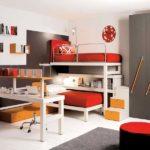 Conception d'une chambre d'enfant pour deux étagères pour enfants hétérosexuels entre les étages