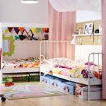 Conception d'une chambre d'enfants pour deux enfants de sexe différent avec un auvent