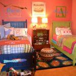 Conception d'une chambre d'enfant pour deux enfants hétérosexuels avec monogrammes