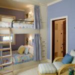 Conception d'une chambre d'enfant pour deux enfants hétérosexuels, style traditionnel.