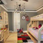 Conception d'une chambre d'enfants pour deux enfants hétérosexuels dans un appartement en ville