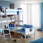 Conception d'une chambre d'enfants pour deux enfants hétérosexuels dans une chambre d'angle