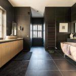 Concevoir une salle de bain spacieuse dans une maison privée