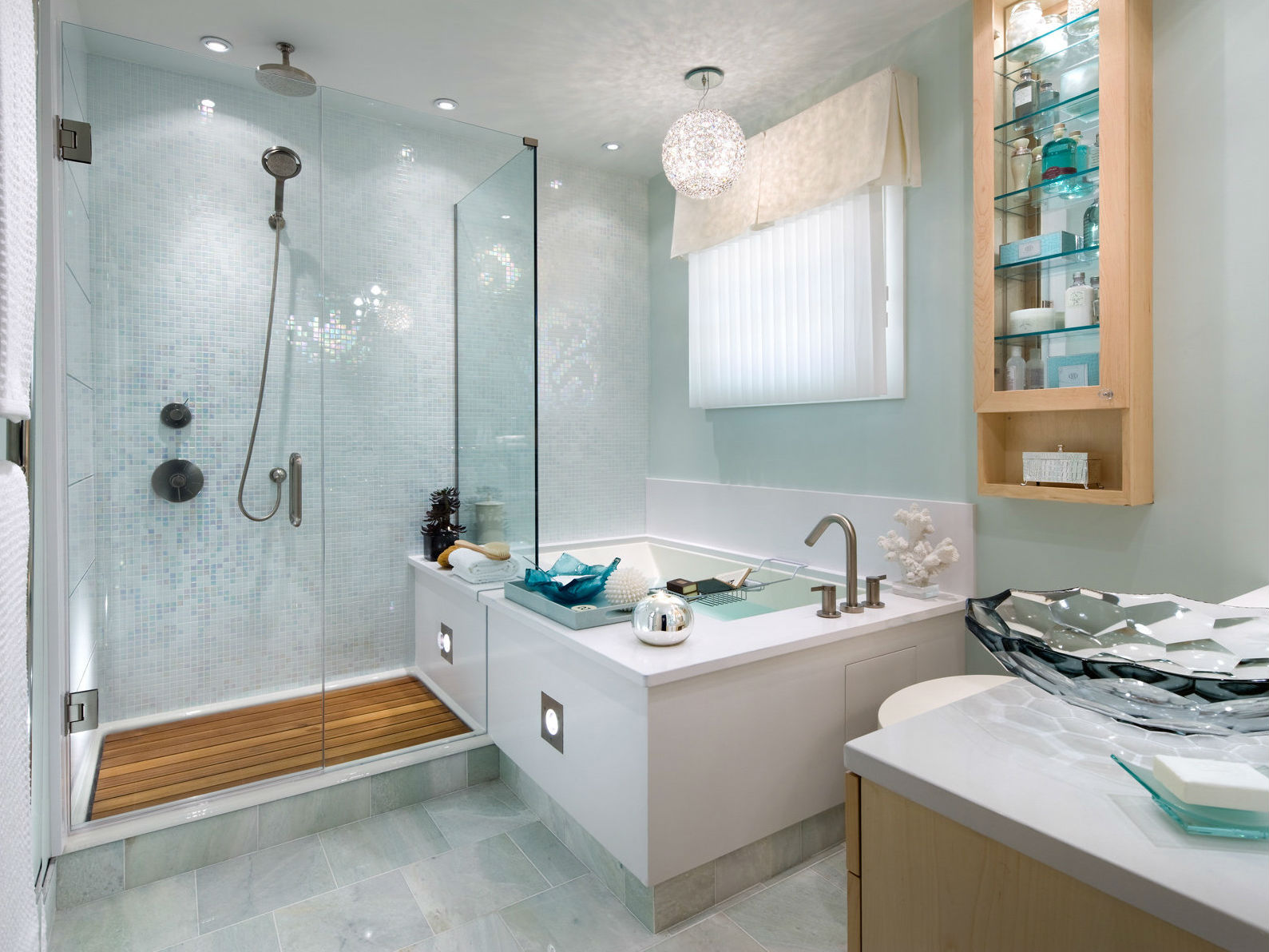 Conception de salle de bain en verre et carrelage de haute technologie