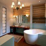 Conception de salle de bain privée dans une maison éclectique