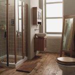 Conception d'une salle de bain dans une maison loft privée avec des carreaux de céramique