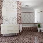 Conception d'une salle de bain dans une maison privée avec des carreaux de mosaïque