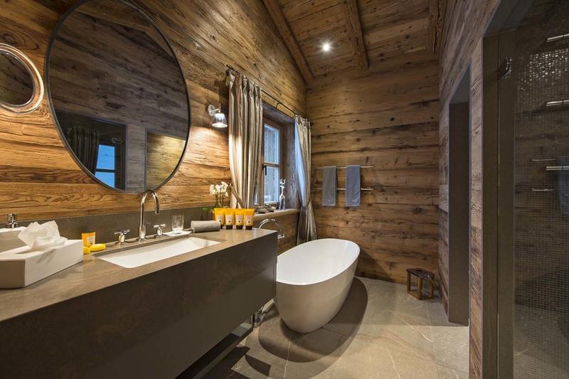 Conception de salle de bain dans un chalet de style maison en bois
