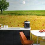Fotomural în interiorul bucătăriei pentru a crea iluzia de spațiu