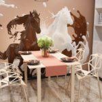 Pictură de perete în interiorul bucătăriei în tonuri de bej