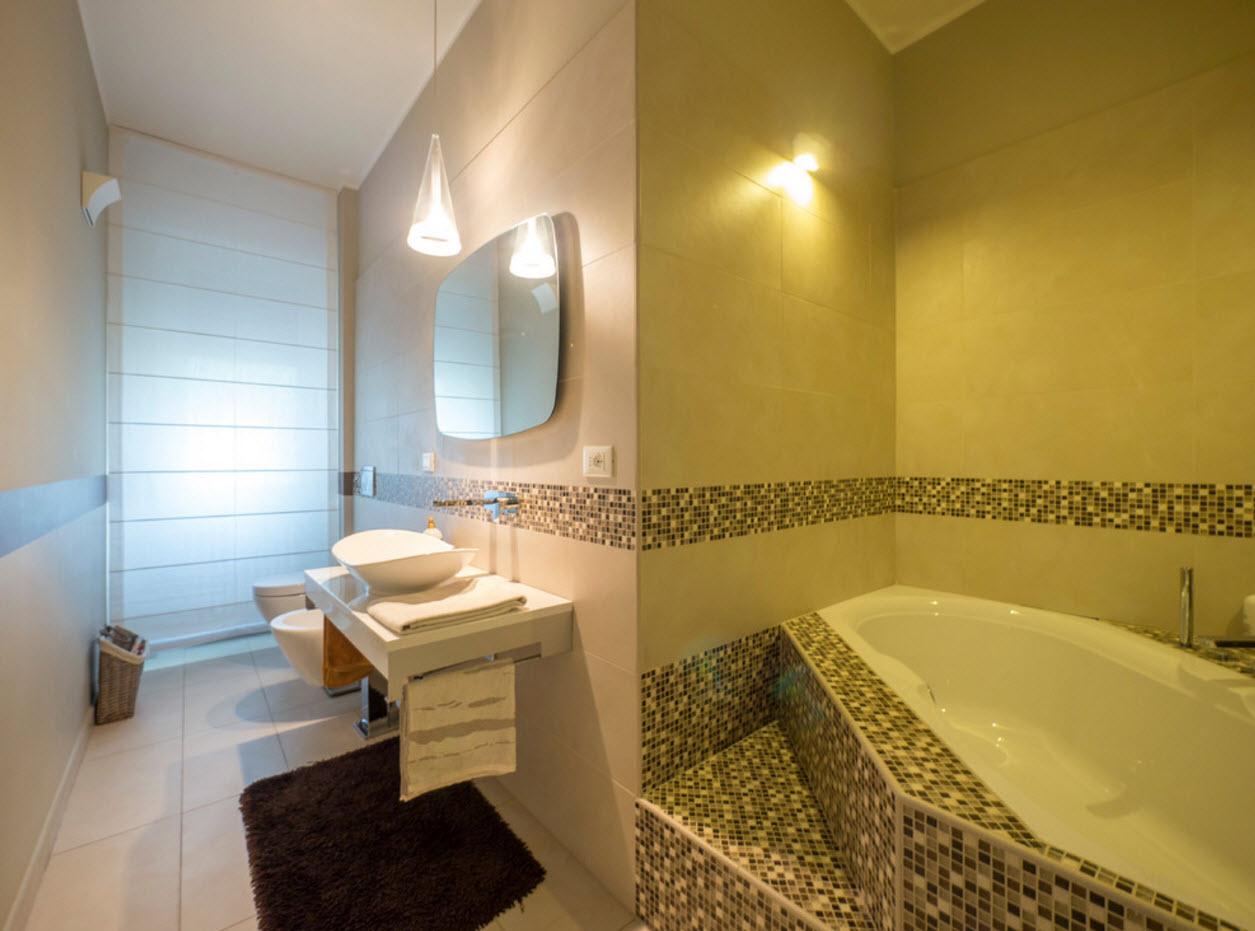 aménagement inhabituel de la salle de bain avec WC
