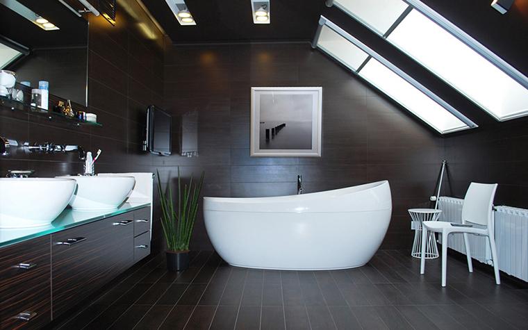 Le projet d'une salle de bain dans la maison est l'oeuvre d'un spécialiste