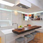 Blat bar modern de bucătărie cu zonă de gătit