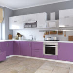 Bucătărie modernă de culoare alb-violet gamma pe fond gri