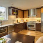 Bucătărie modernă de înaltă tehnologie sub set de lemn