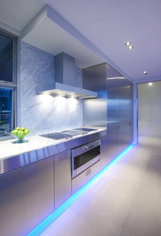 Bucătărie modernă nuanță violet moale