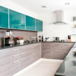 Amenajare bucătărie modernă în formă de U