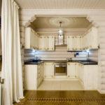 Stilizare modernă a bucătăriei sub o casă de lemn