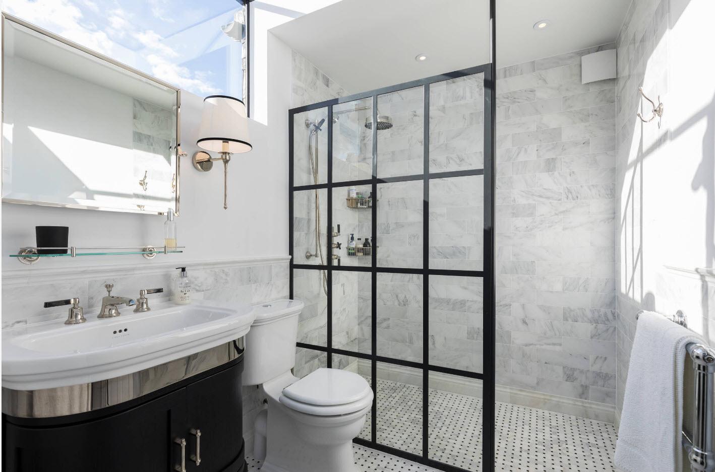 design lumineux de salle de bain avec WC
