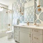design de salle de bain combiné avec toilettes