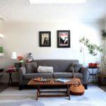 ghế sofa màu xám trong phòng ngủ phòng khách