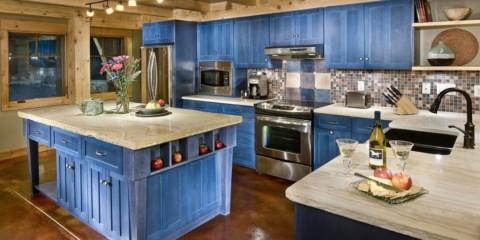 Thiết kế nhà bếp trong một ngôi nhà riêng theo phong cách Provencal với một bộ hoa oải hương