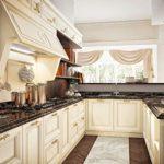 Interiorul bucătăriei în stil italian