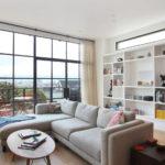 Thiết kế phòng khách với cửa sổ nhìn toàn cảnh