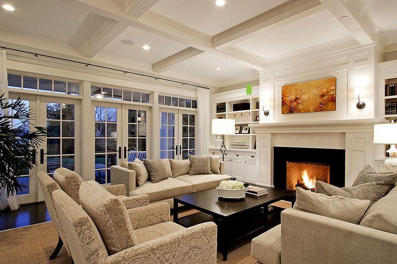 Phòng khách trong một ngôi nhà riêng có quyền truy cập vào sân thượng