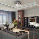 Phòng khách với lò sưởi lớn và khu vực tiếp khách màu xám