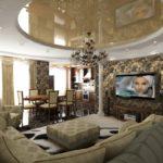 Trang trí phòng khách với khu vực chỗ ngồi và cột rostral