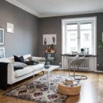 Làm một phòng khách nhỏ màu xám và trắng