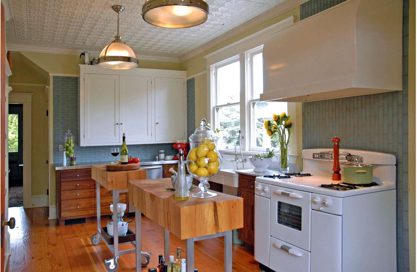 tapet într-o bucătărie modernă