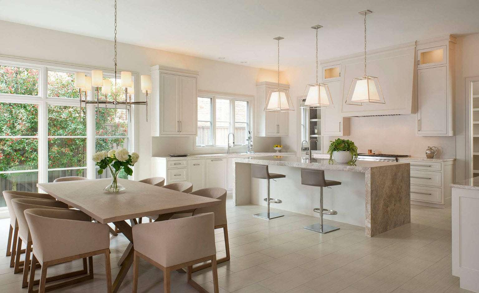 bucătărie modernă cu zonă de luat masa