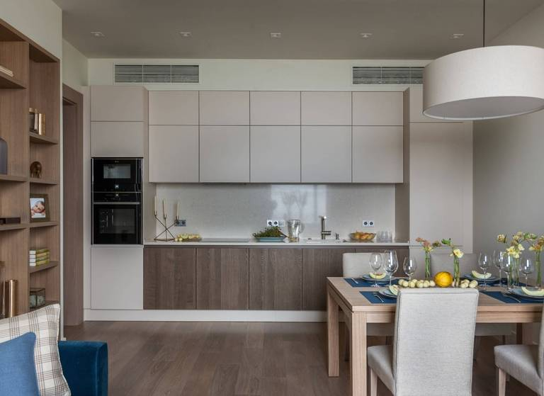 cuisine de 15 m² aux couleurs vives