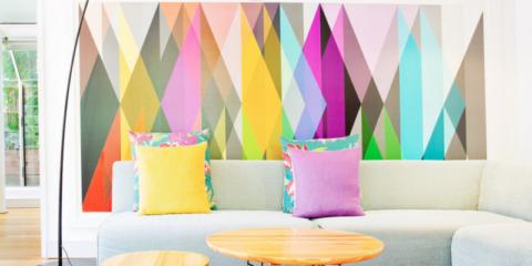 papier peint géométrique dans le hall